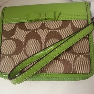Coach Signature Bow Wallet